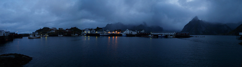12 horas de la noche en las Islas Lofoten