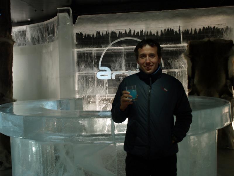 Ice Bar, 5 grados bajo cero en el Cabo Norte. Lo curioso del bar es que los propietarios se llaman José y Gloria, y, son de Palencia (nadie es profeta en su tierra)