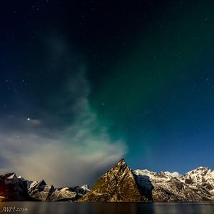 Aurora vaguely from Hamnøy with a full moon