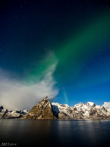 Aurora from Hamnøy with a full moon