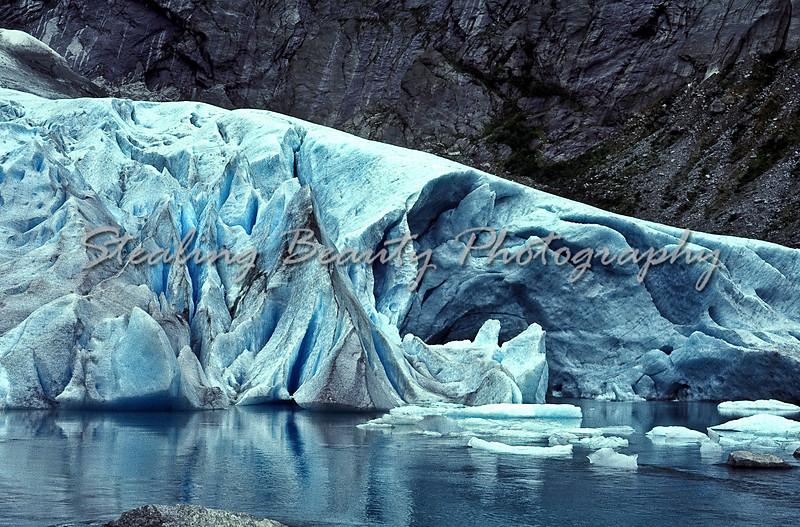 Briksdalsbreen glacier