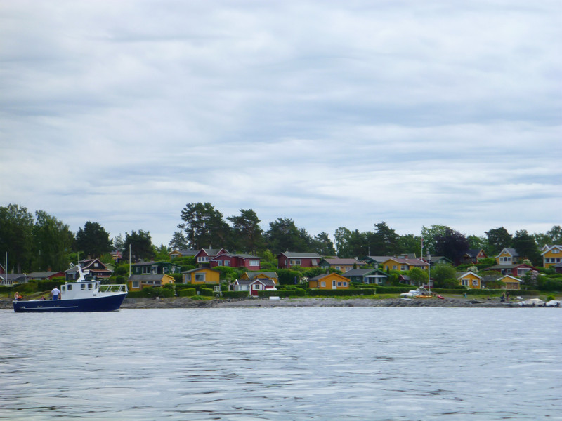 This island was covered with houses.  I don't know if they are vacation houses or if people commute by boat.  There was no bridge to the island.