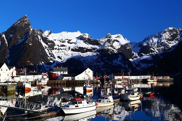 NOR- Reine's harbour, Lofoten Islands -IMG_1948sm