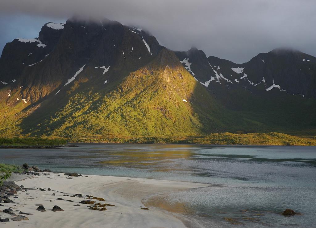 beach near Fiskebøl, Lofoten
