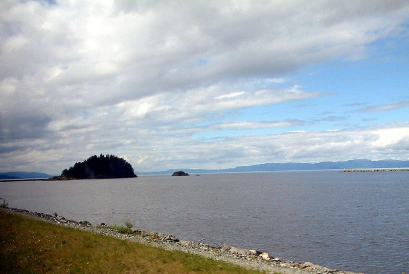 Coastal scenery on the road from Trondheim airport into the city edit