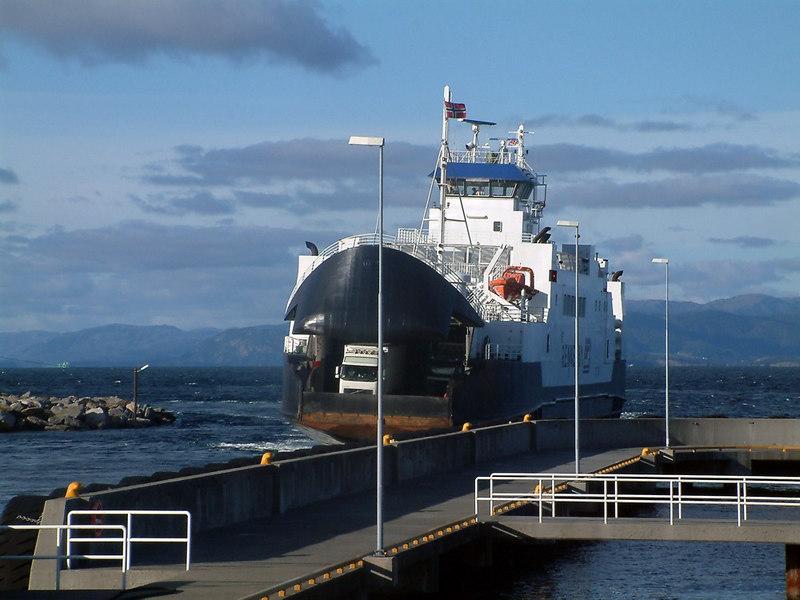 Motor vessel Rennesoy arriving at Mortavika, Rennesoy, Sept 2005