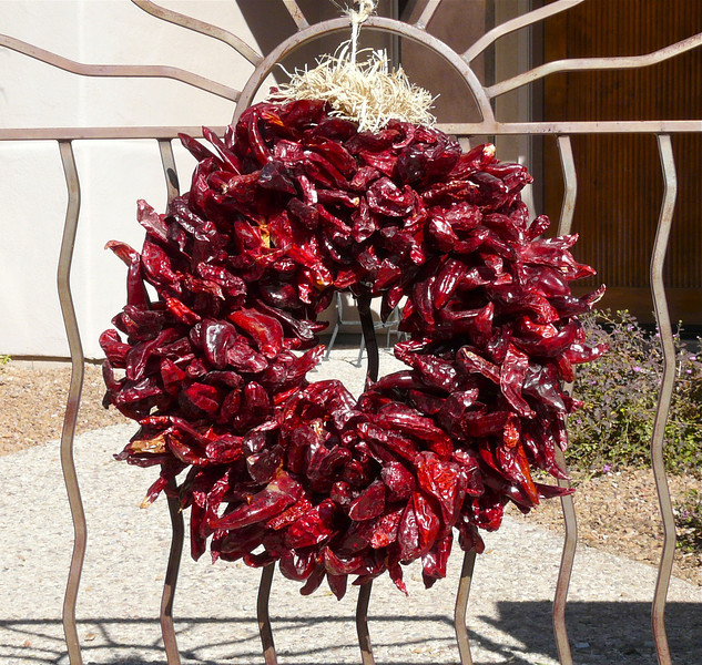 southewestern-christmas-red-chile-wreath