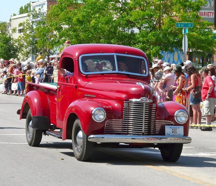antique-truck-stevensville-montana-parade