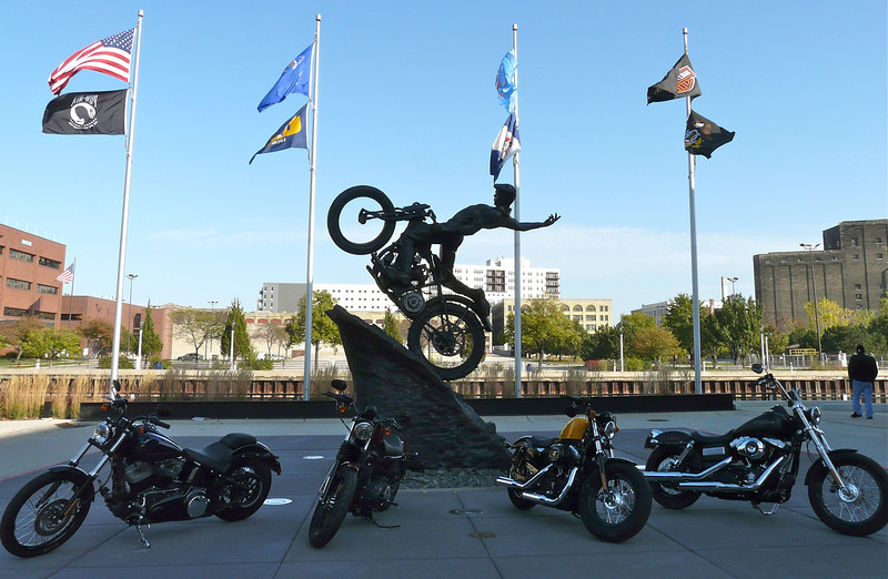 milwaukee-wisconsin-plaza-harley-museum