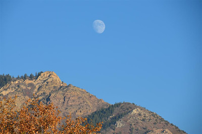P00043_DSC_0065_Fall_Colors_Mountain_and_moon