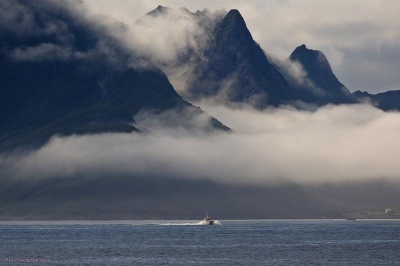 The rescue boat at speed in Prestfjorden