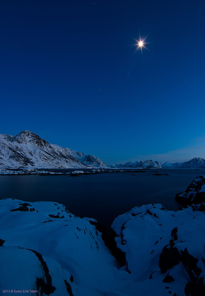 Moon over Vottestad<br /> Seen from Ungsmaløya, Nyksund