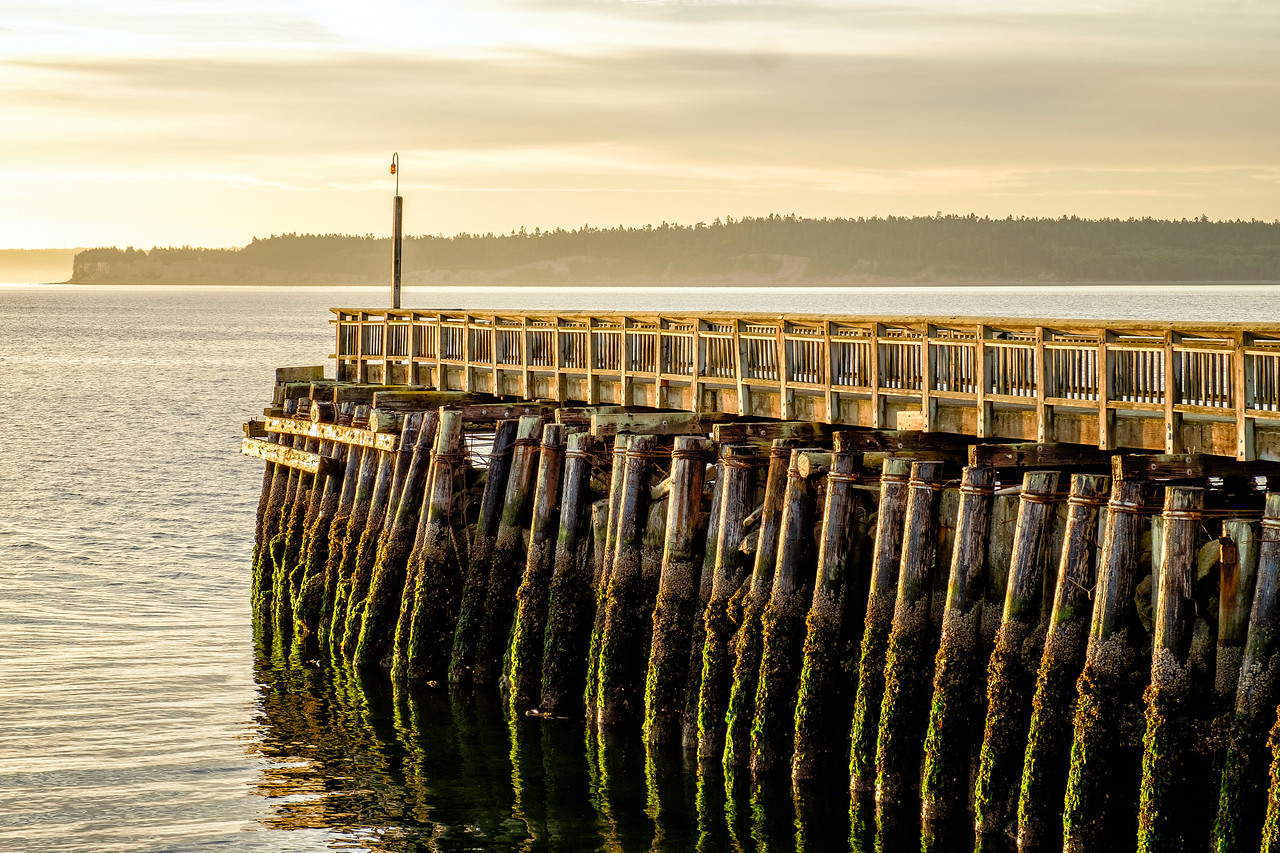 """EARLY """"MORNING LIGHT""""  ON THE PIER"""