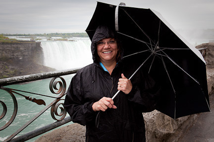 KIM ON A RAINY DAY WITH HORSESHOE FALLS IN THE BACKGROUND