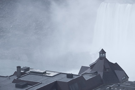 TABLEROCK HOUSE IN THE FOREGROUND OF HORSESHOE FALLS