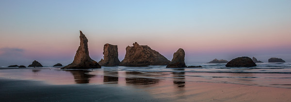 SUNRISE VIEW OF THE SEA STACKS ON BANDON BEACH