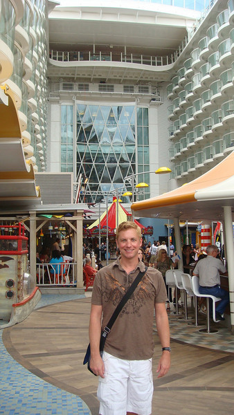Tom Baker was invited to attend the travel agent and press cruise onboard the Oasis of the Seas November 22-24, 2009.<br /> <br /> This amazing ship promises to be a trend setter for years to come as it has the most amazing architecture ever delivered in maritime history!
