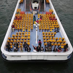 Chinese tourists enjoying the Seine