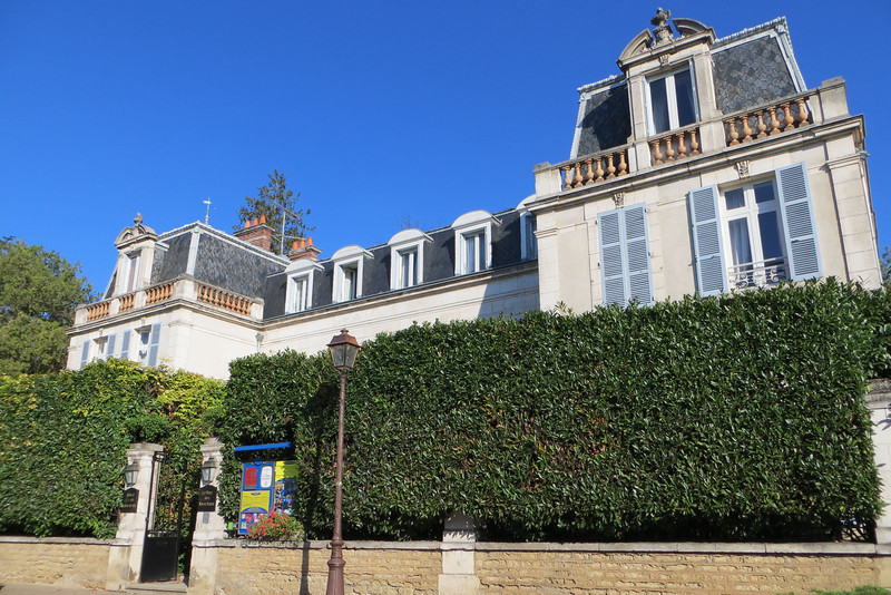 The press contingent's accomodations for the trip were at a renovated Chateaux - Le Parc des Marexchaux. It was elegegantly furnished and the people could not have been nicer.