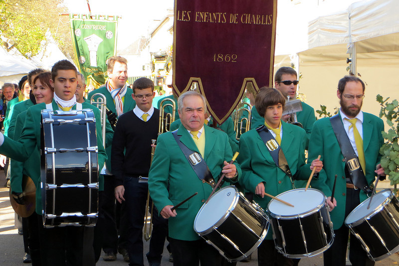 Sunday morning was the final day of the Fete des Vins and it kicked off with a parade.