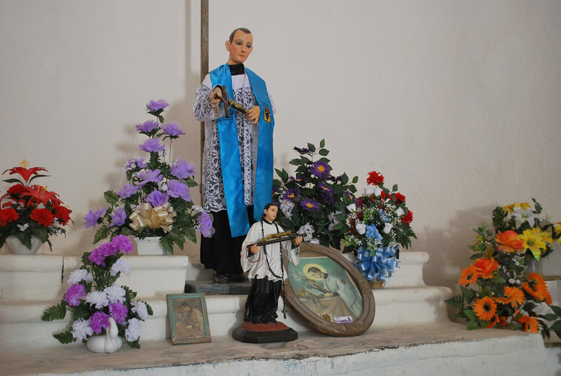 now this altar looks strangely gay - love it!