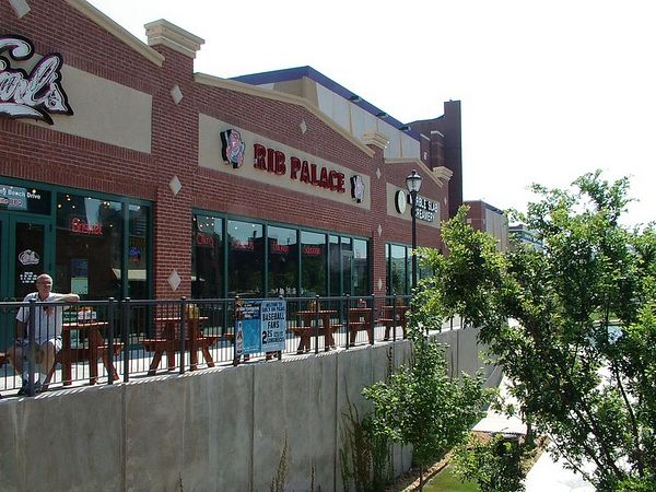 <br><br><font size=3>Earl's rib palace.</font>