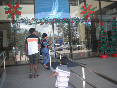 Going to Harbor Point, Subic (shopping mall)...http://www.ayalamalls.com.ph/malls/info/10/Harbor-Point