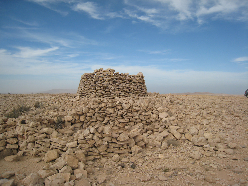 Colin's fantastic photo of a tomb at Al Jaylah.
