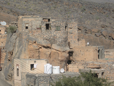 House built on top of a rock in Mizfat al Abreyeen