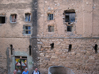 Mizfat.  You want a window?  You just knock at hole in the wall and there you go.........  Cathy, Stan and Colin in the foreground.