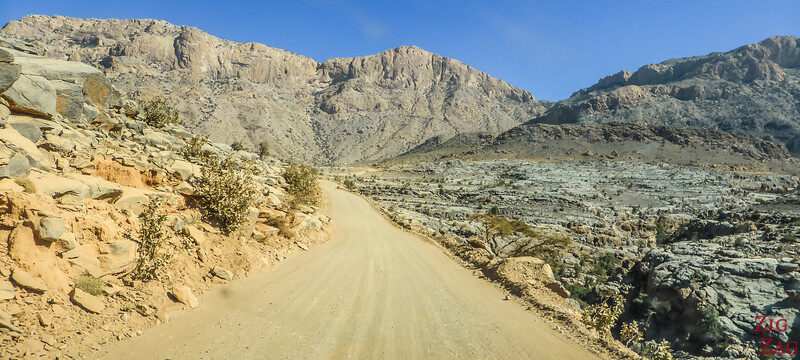 Road to Jebel Shams unpaved