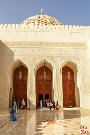 Men prayer room at Sultan Qaboos Grand Mosque Muscat Oman 1