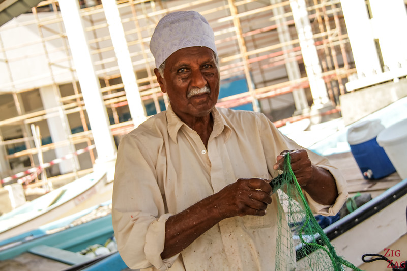 removing fish from net at Muttrah Fish market, Muscat 5