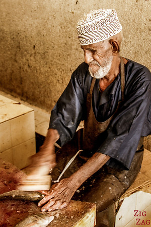 preparing the fish at the Muttrah Fish market, Muscat 5