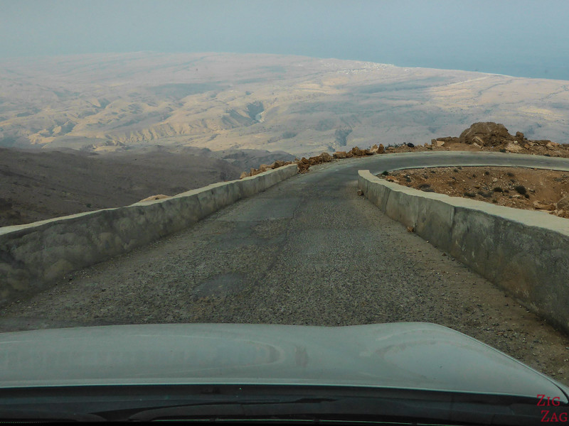 Road down the Salmah Plateau - Oman 2
