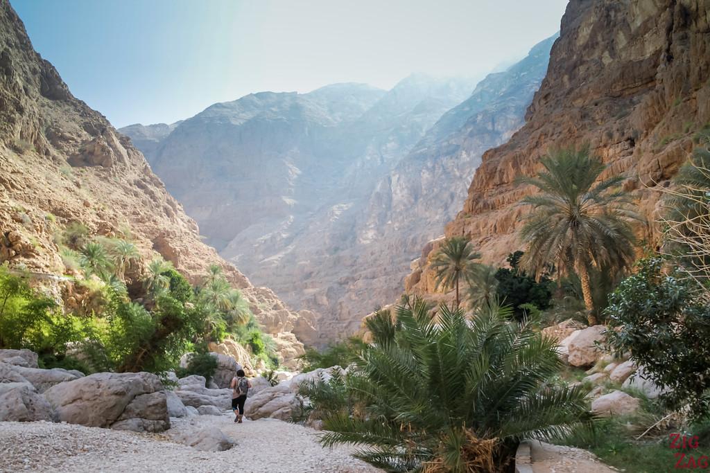 Hiking Wadi Shab - Oman 11