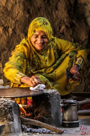 Omani women - cooking bread