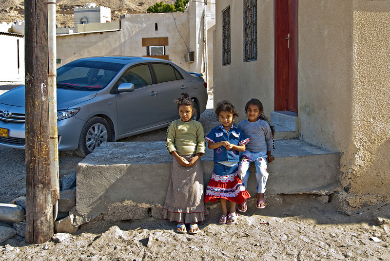 Three girls and a new car, Qantab