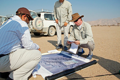Jebel Madar: before the morning walk. From left to right: Dr. Hezam Abdulla (Shell Qatar), Dr. Georg Warrlich (PDO), and Dr. Pascal Richard (PDO).