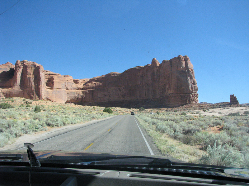 Driving towards Balancing Rock.