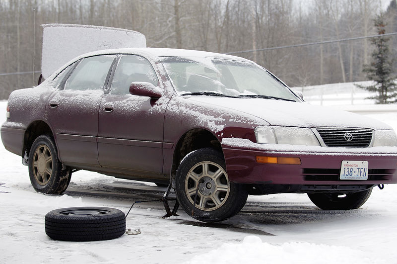 When we arrived at Glen and Roxanne's home on Cranbrook Hill, we discovered that we had a flat tire!
