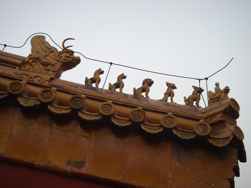 the number of figures indicates the importance of the building. The animals are mythical beasts who looked out for evil spirits. The last, biggest one is an immortal animal who can eat or scare away the evil spirits.