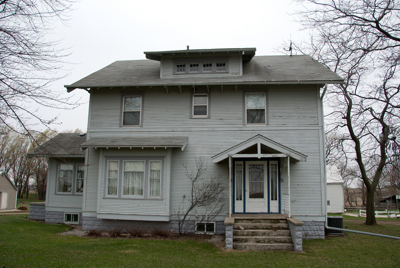 """<span id=""""title"""">Old House</span> <em>North of Orange City</em> The farmhouse where my grandmother-in-law grew up and got married."""