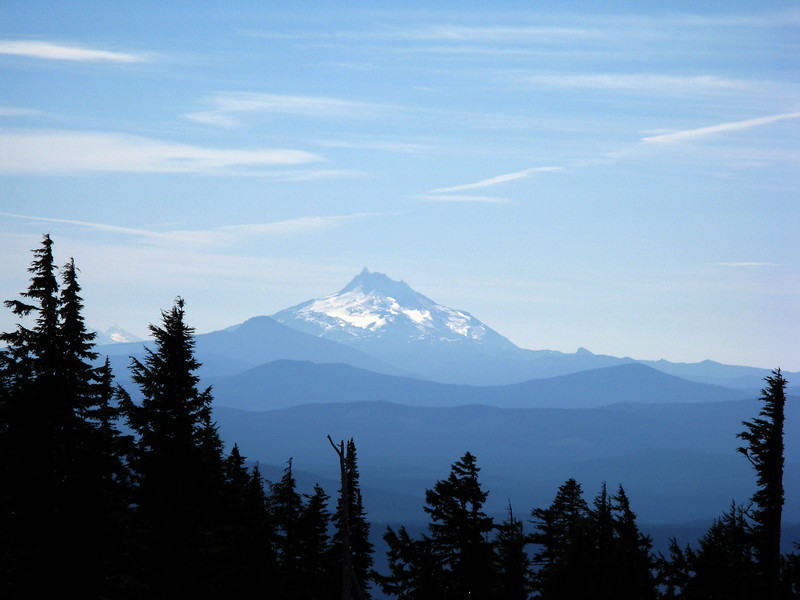 Mount Jefferson, Three Sisters behind and left