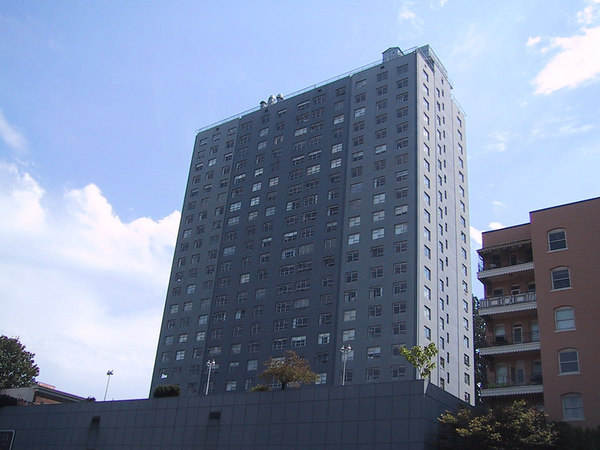 My apartment building, as it looked in 2000.