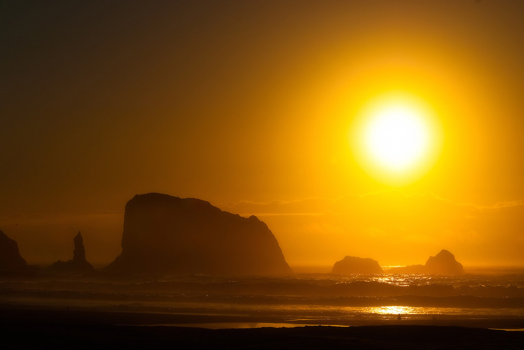 Into the sun - Oregon Coast<br /> © Douglas Remington - Ethereal Light Photography, LLC.  All Rights Reserved. Do not copy or download.