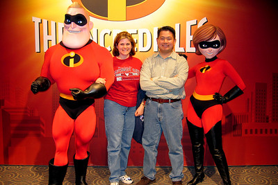 Darcie and Cly meet Mr & Mrs Incredible at Disney's MGM in Disney World.