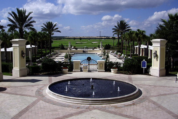 """<font size=""""3"""">There are the usual Florida amenities on the hotel grounds.</font>"""