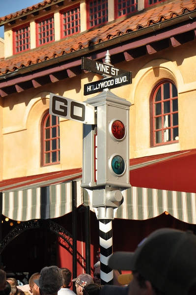 Jeez, I remember these signals from downtown Los Angeles in the 1950's!  And they work here!