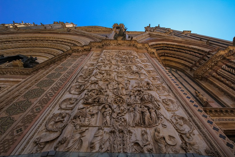 Pilasters of the Orvieto Cathedral, carved out of 162 pieces of precisely cut marble, are designed to appear seamless. There are 4 pilasters showing scenes from the Book of Genesis.